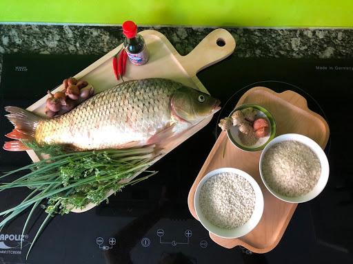 Nên lưu ý lựa chọn nguyên liệu tươi ngon để thưởng thức tinh túy của món cá chép hấp gừng