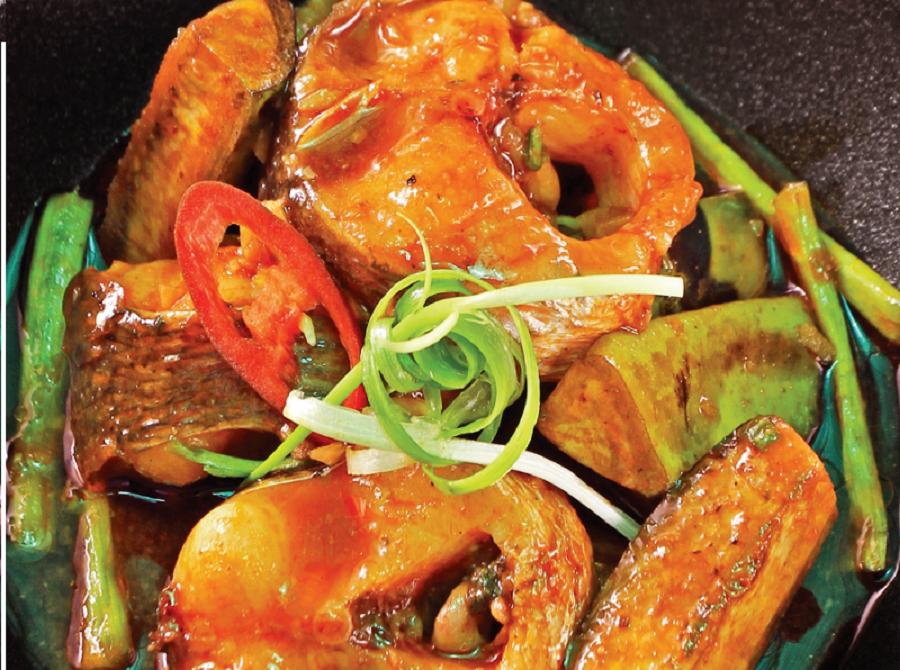 Nguyên liệu để làm món cá chép kho nghệ gồm những gì?
