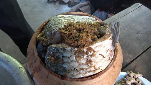 Sự tỉ mỉ trong khâu chuẩn bị của cá kho làng Vũ Đại