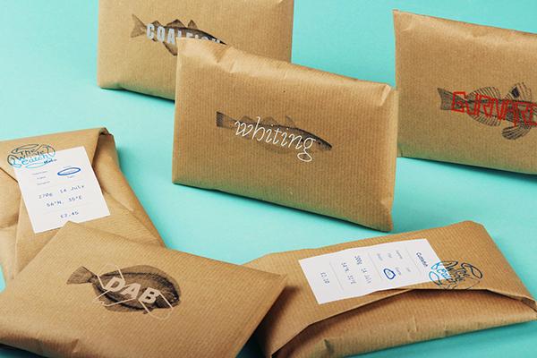 Đóng gói cá bằng giấy craft bảo vệ môi trường
