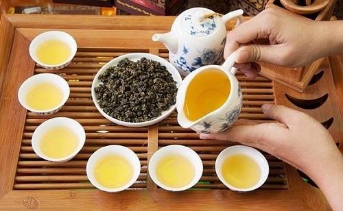 Trà Ô Long – một trong các loại trà để pha chế trà sữa cơ bản.