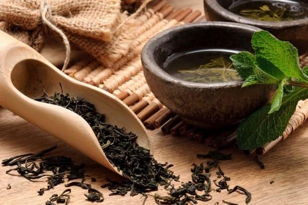 Hồng trà là nguyên liệu pha chế trà sữa phổ biến